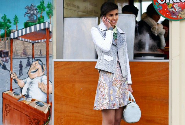 Street-Style-On-the-Phone-anne-catherine-frey-crepe-streetpeeper-640x431